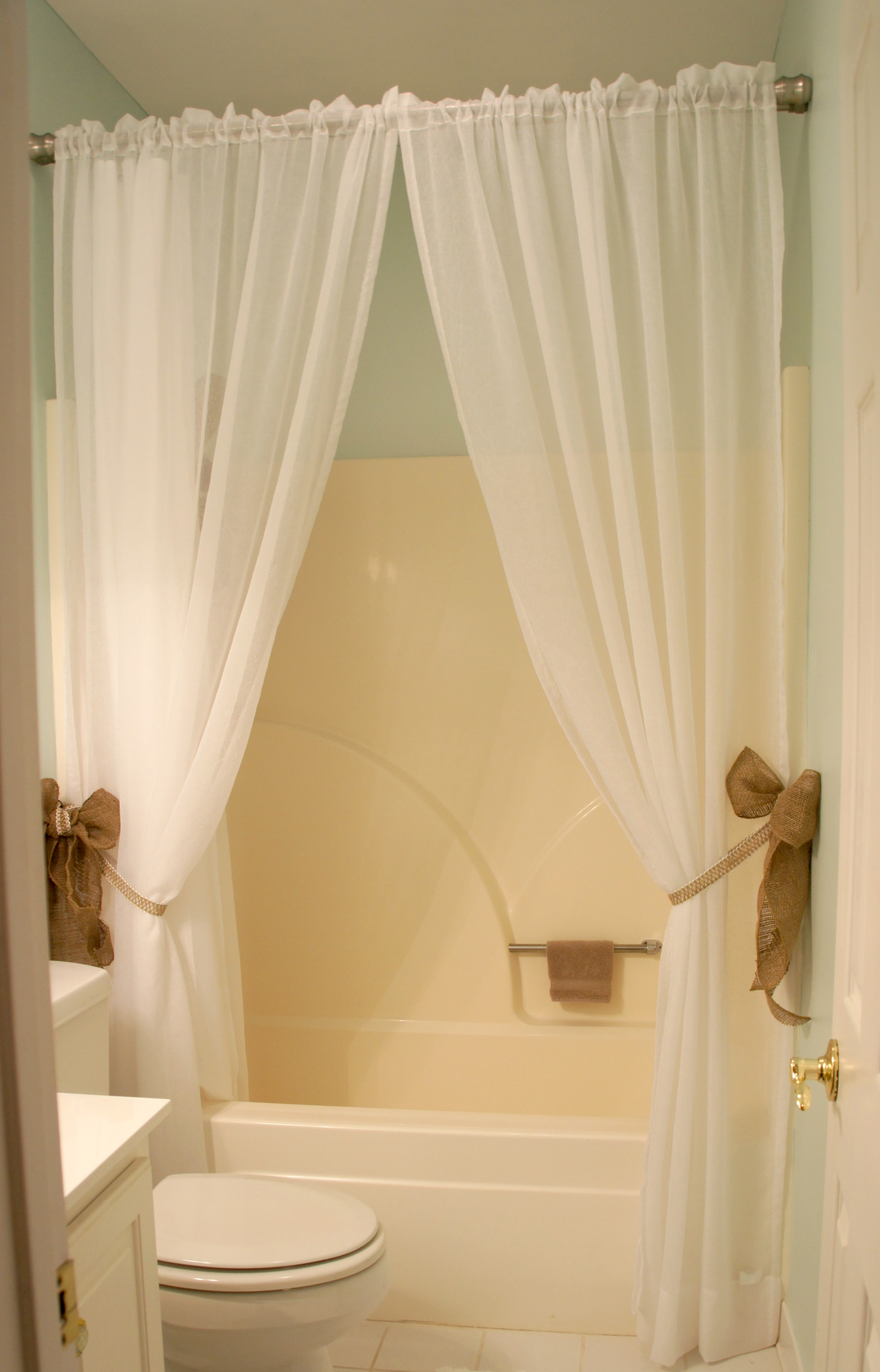 Easy Mini Bathroom Reno –